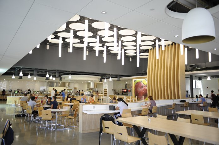 Putnam dining hall (Jason Jiang/The Daily Campus)