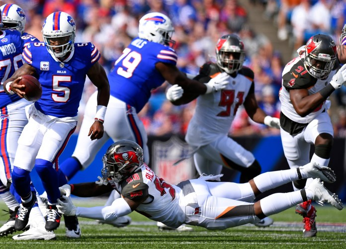 Buffalo Bills quarterback Tyrod Taylor (5) evades a tackle by Tampa Bay Buccaneers middle linebacker Kwon Alexander (58) during the first half of an NFL football game Sunday, Oct. 22, 2017, in Orchard Park, N.Y. (Rich Barnes/AP)