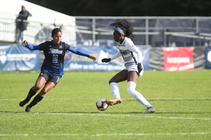 UConn and Tulsa jockey for the ball during a game on Oct. 21, 2018. (Eric Wang/ The Daily Campus)