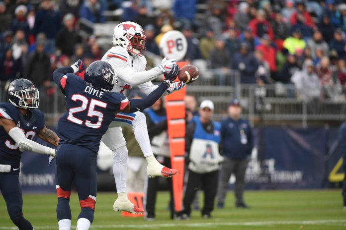UConn defensive back Tyler Coyle defends an SMU pass during their game on Oct. 10, 2018. (Charlotte Lao/ The Daily Campus)