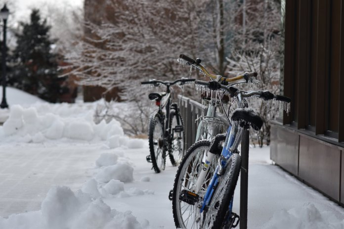A wintery mix hit UConn move in weekend causing an inconvenience to student life. When paired with the temperatures, students received a fridgid welcome home. (Kevin Lindstrom/The Daily Campus)