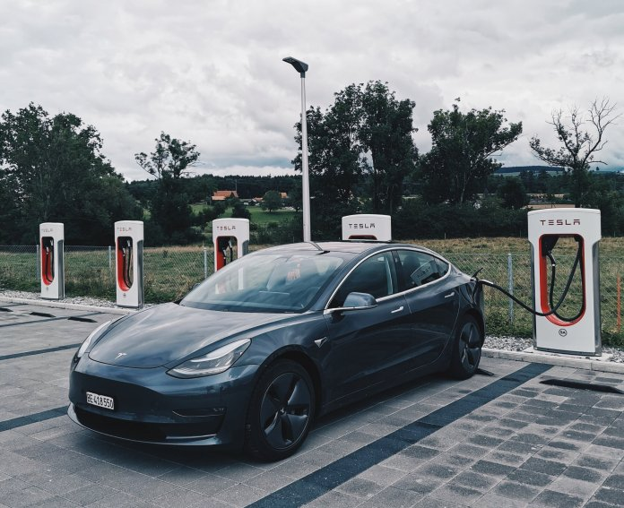 This decade brought us a variety of scientific discoveries. In 2015, Elon Musk announced the new  Tesla  as the first completely self-driving car.  Photo by    Dario    on    Unsplash   .