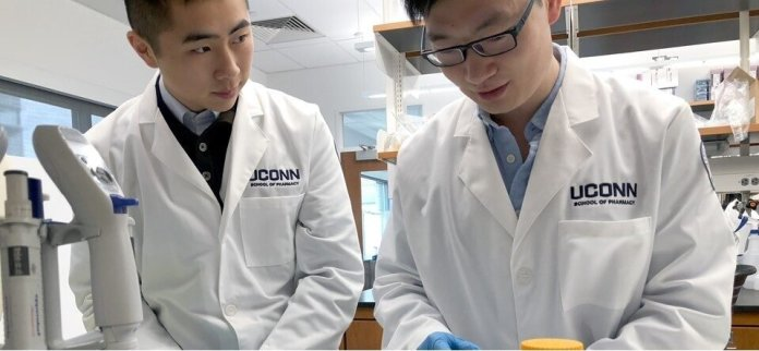 Matthew Wan and Liming Chen conduct an experiment at Zhong's Research Lab.  Photo courtesy of Zhong Research Lab    website   .