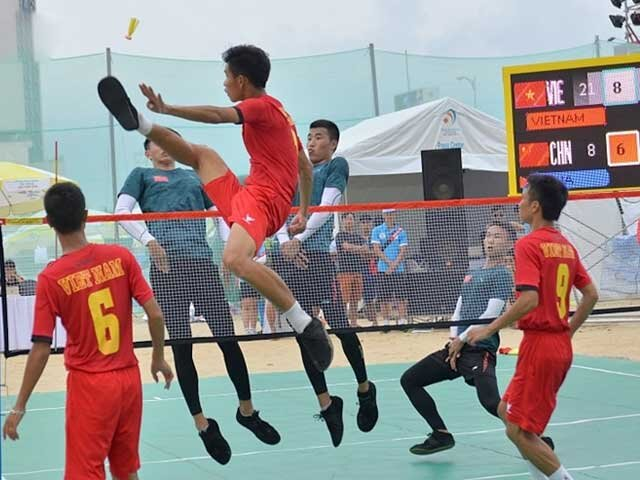 Dá Cầu is a traditional Chinese sport that is popular in Vietnam.  Photo courtesy of    thethaovn365.com