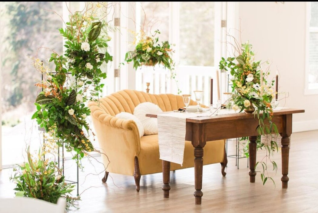 Yellow Sofa Sweetheart Table from Vintage Ambiance , image by Miguel Cornelio Photography