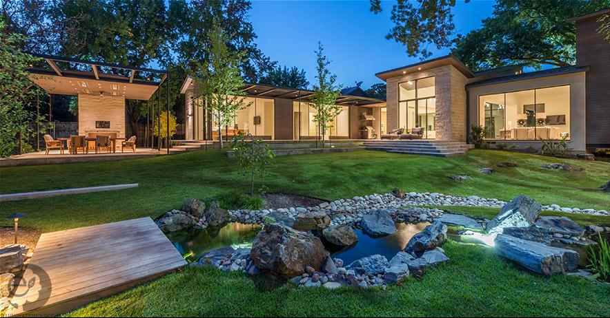 custom outdoor landscape lighting for