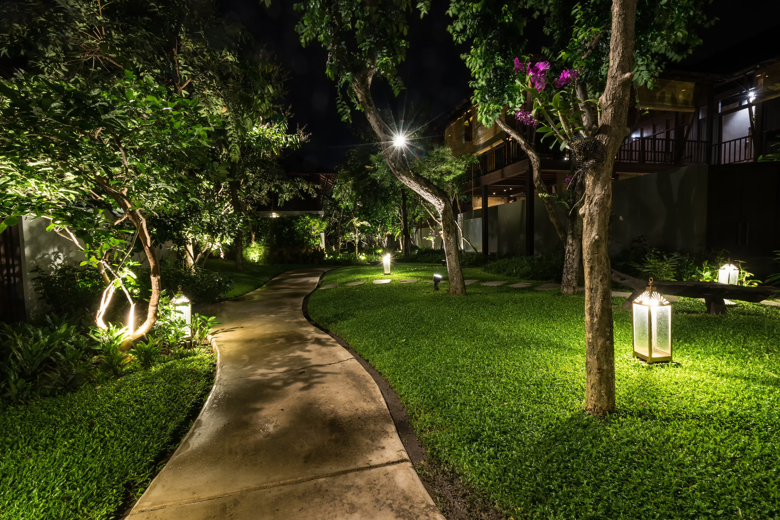uplighting or downlighting which landscape lighting do you need for your home in putnam county ny lehigh landscaping landscapers in dutchess county ny