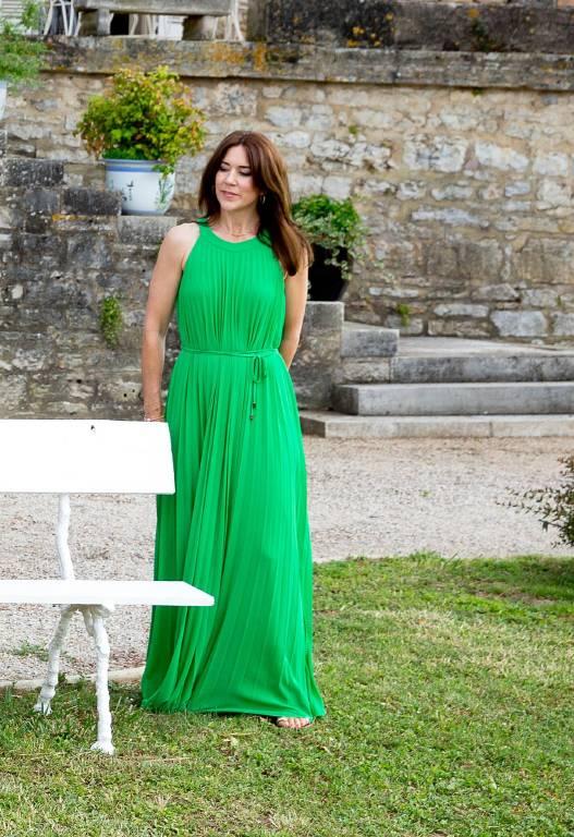 Zum 80. Geburtstag von Prinz Henrik wählte Kronprinzessin Mary dieses grüne Kleid von Ilse Jacobsen.  Foto: imago/PPE
