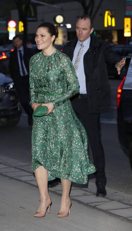 Kronprinzessin Victoria trägt Mode von der Stange. Das Kleid stammt von H&M.  Foto: imago/E-PRESS PHOTO.com