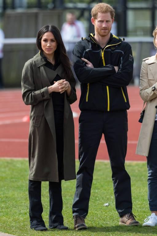Hochkonzentriert verfolgt das Paar die Sportler beim Training.    Foto:imago/ZUMA Press