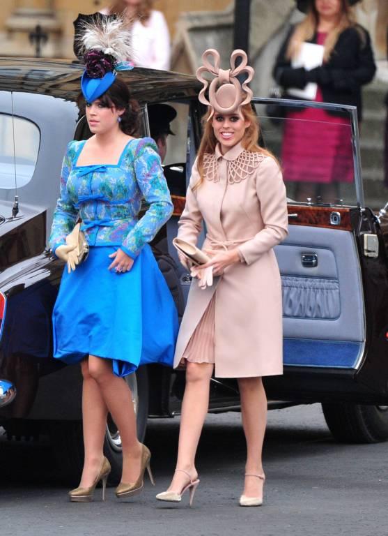 """Der Fascinators der rothaarigen Enkelin von Queen Elizabeth ist Kult. Prinzessin Beatrice hat ihren """"Hirschgeweih""""-Hut für 109.435 Dollar versteigern lassen.  ©imago/UPI Photo"""