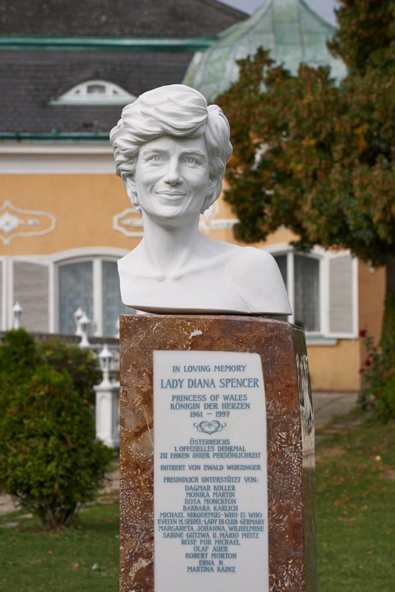 Die Büste zu Ehren von Diana kann in der Schönbrunner Str. 295 in 1120 Wien besucht werden.  Foto: Privat