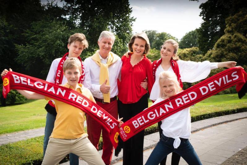 Königin Mathilde und König Philippe motivieren das Fußballteam von Belgien.  © Belgian Monarchy via Facebook