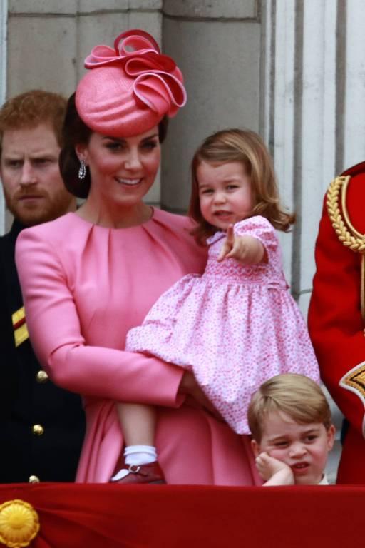 Perfect Match: Die Frau von Prinz William und Charlotte überzeugen auf dem Palastbalkon in Rosa. ©imago
