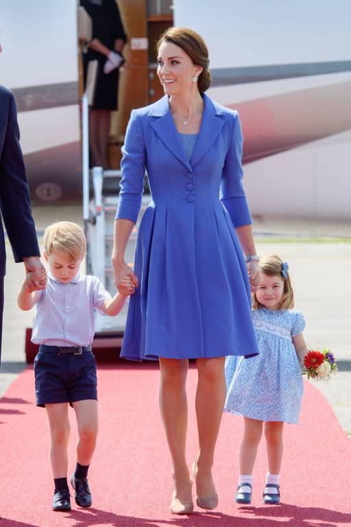 Beim Staatsbesuch in Polen tragen Kate, George und Charlotte die Lieblingsfarbe von Prinz William. ©imago