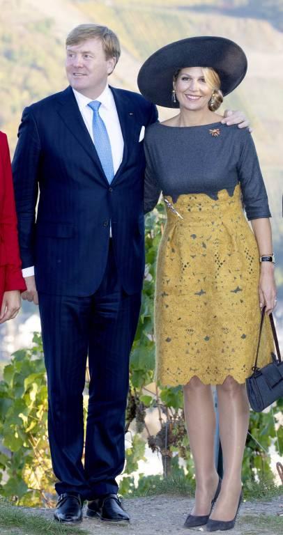 Auch beim Gruppenfoto umarmen sich die niederländischen Royals.  ©imago/PPE