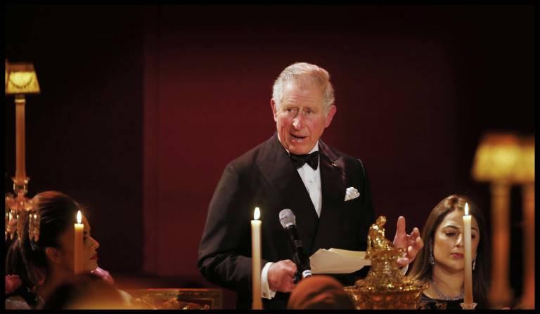 Smoking war Pflicht. Genau wie Prinz Charles schmissen sich alle Gäste ordentlich in Schale.  ©imago