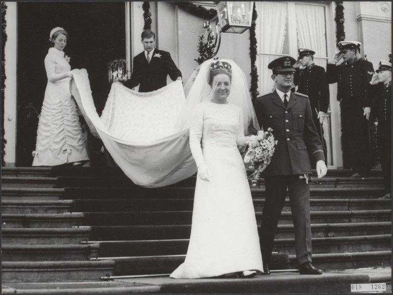 """Trotz aller Widerstände heiratet das Paar am 10. Januar 1967 in der """"Grote Kerk"""" in den Haag.  ©Nationaal Archief, Fotocollectie Elsevier"""