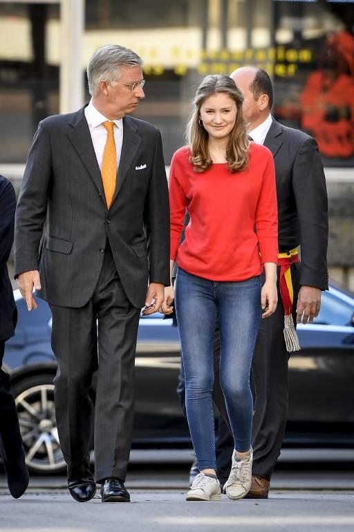 Prinzessin Elisabeth und König Philippe besuchen eine Ausbildungsstation der Feuerwehr in Brüssel.  ©imago images / Belga