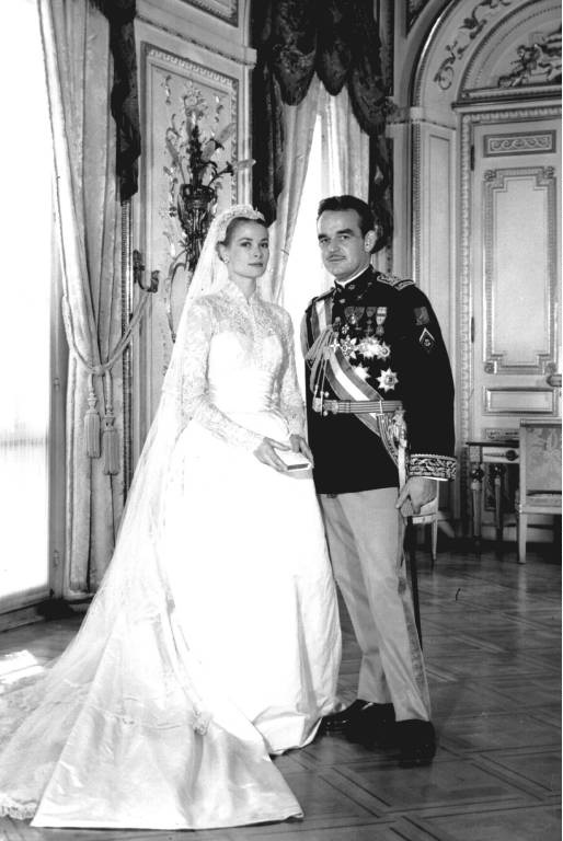 Fürst Rainier von Monaco nahm die frühere Schauspielerin Grace Kelly am 18. April 1956 zur Frau. Ihr Brautkleid wird bis heute von Frauen weltweit kopiert.  ©imago