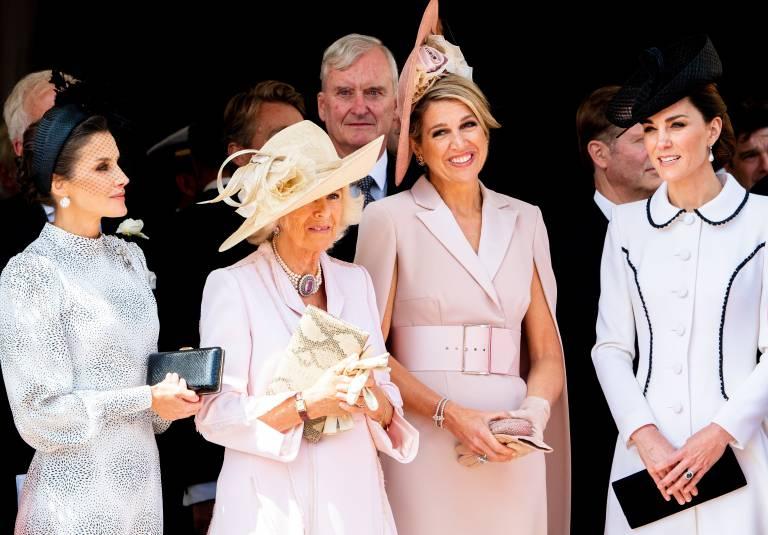 Königin Letizia hatte die meiste Zeit eine ziemlich ernste Miene bei der Zeremonie.  ©imago images / Hollandse Hoogte