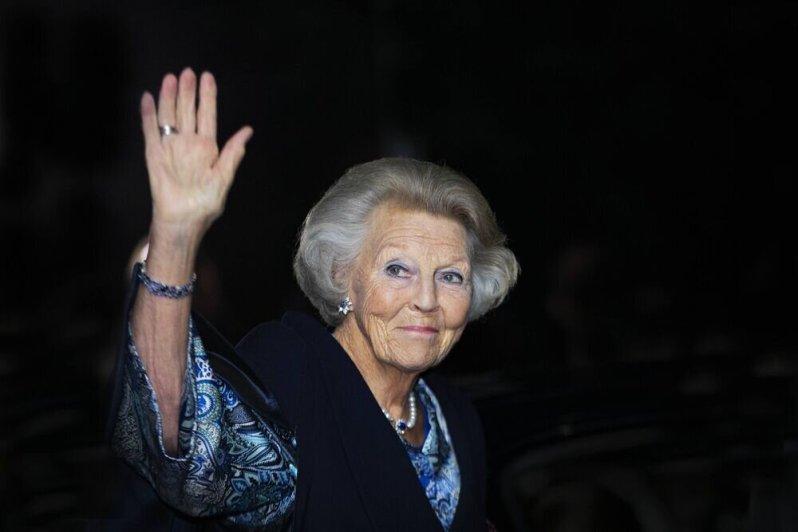 Prinzessin Beatrix versucht zu lächeln, doch es fällt ihr schwer.  ©imago images / PPE