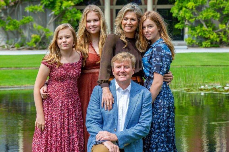 Familienglück pur: Das Königspaar mit seinen drei Töchtern Ariane, Amalia und Alexia (v.l.n.r.)  © imago images / Hollandse Hoogte