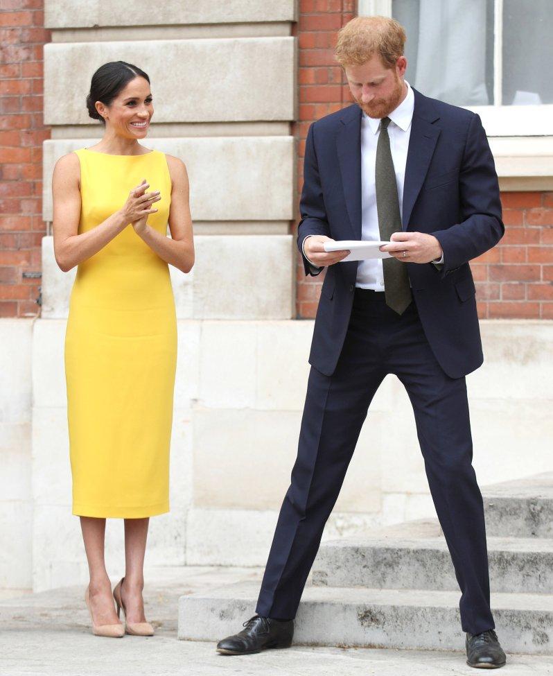 """Herzogin Meghan und Prinz Harry beim """"Your Commonwealth""""-Event vor dem Marlborough House.   © picture alliance / Photoshot"""