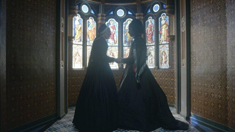 Luise von Savoyen (l.) und Margarete von Valois (r.). Die Mutter des französischen Königs entsendet seine Schwester zur Befreiung ihres Sohnes aus spanischer Gefangenschaft.  © ZDF/Bertrand Goujard