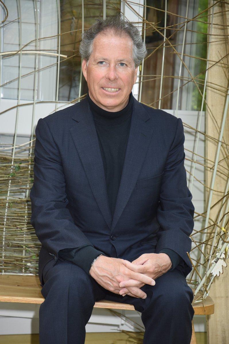 David Armstrong-Jones, 2. Earl of Snowdon leitet heute sein eigenes Unternehmen, für das er die Möbel selbst entwirft. © picture alliance / Photoshot