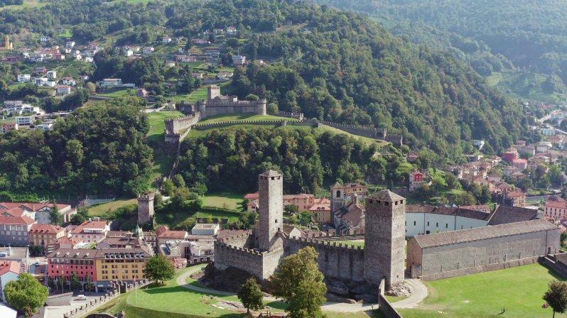 Die Reihe blickt auf das alltägliche Leben hinter den zahlreichen historischen Mauern der Schweiz und zeigt, wie schwierig es ist, solch ein Gebäude zu unterhalten.  © ZDF/SRF/B&B Endemol Shine,