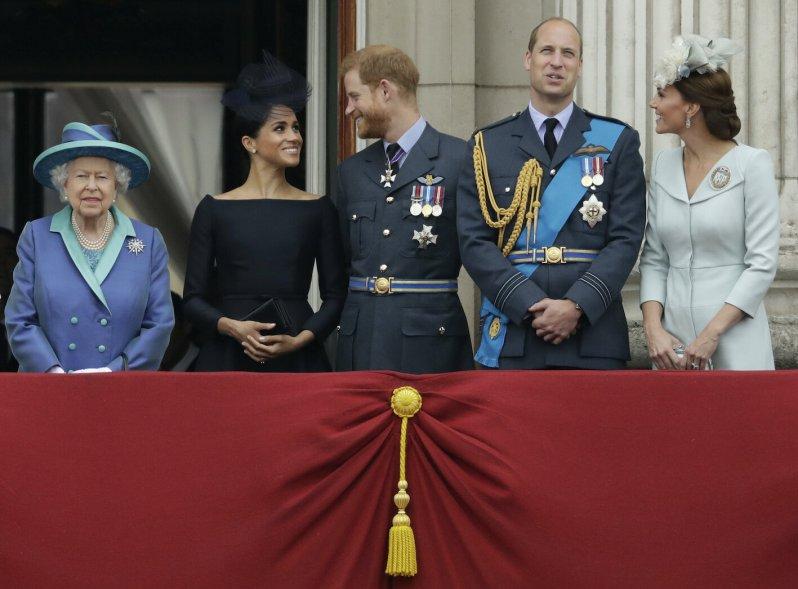 Herzogin Meghan und Prinz Harry wollen nicht mehr im Fokus der Königsfamilie stehen. Ihre Entscheidung hat erhebliche Konsequenzen für den Rest der Royals.  © picture alliance / AP Photo