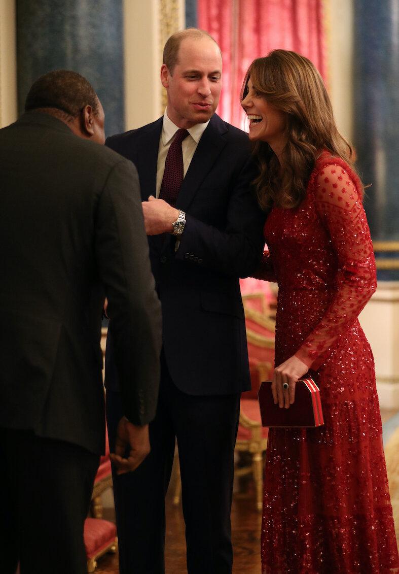Prinz William und Herzogin Kate strahlen um die Wette. Sie wirken in den letzten Wochen wieder sehr verliebt.  © picture alliance / empics