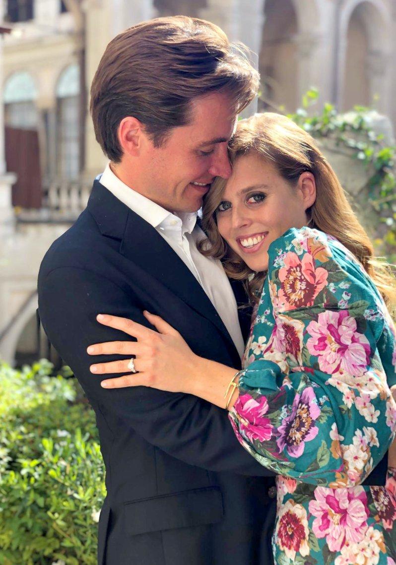 Prinzessin Beatrice und Edoardo Mapelli Mozzi haben ihren Hochzeitstermin noch nicht offiziell bestätigt.  © picture alliance/AdMedia