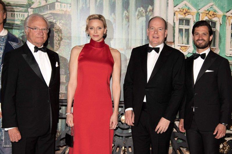 Im Mai 2019 besuchten König Carl Gustaf und Prinz Carl Philip die Gala für den Grand Prix of Monaco. Dort trafen sie auch auf Fürstin Charlène und Fürst Albert.  © picture alliance / abaca