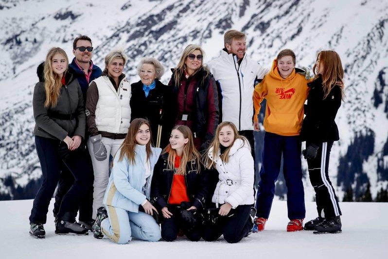 Prinz Constantijn und seine Frau Prinzessin Laurentien kamen mit ihren drei Kindern Gräfin Eloise, Graf Claus-Casimir und Gräfin Leonore ebenfalls nach Lech. © picture alliance / ANP
