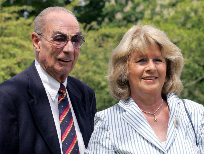 Max Emanuel Prinz von Thurn und Taxis mit seiner Frau Christel im Jahr 2005.  © dpa