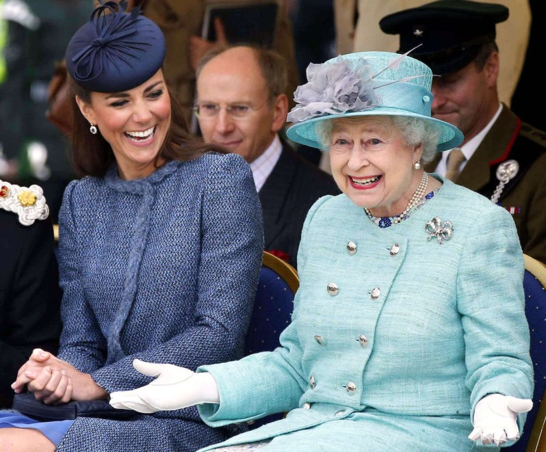 Queen Elizabeth hat durchaus Humor. Wer sie zum Lachen bringt, hat einen Stein im Brett.  © picture alliance / empics