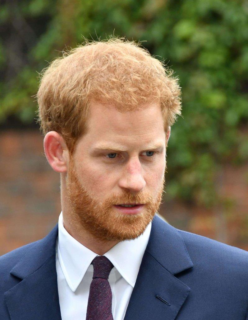 Prinz Harry hat sich für ein freies Leben ohne Zwänge des Königshauses entschieden. Seine Biografin Angela Levin findet, dass sich der Royal verändert hat.  © picture alliance/Capital Pictures