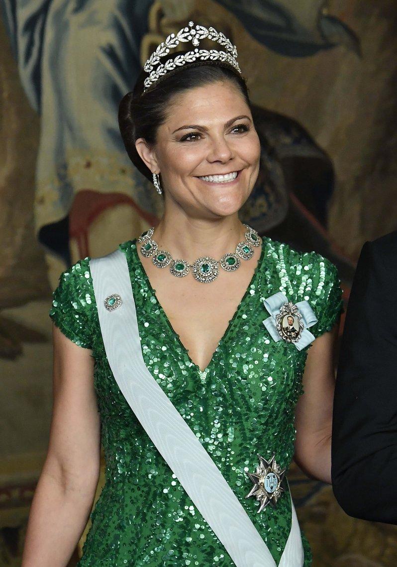 """Kronprinzessin Victoria trägt das """"Boucheron""""-Lorbeerkranz-Diadem und ein Collier aus Smaragden.  © picture alliance/IBL Schweden"""