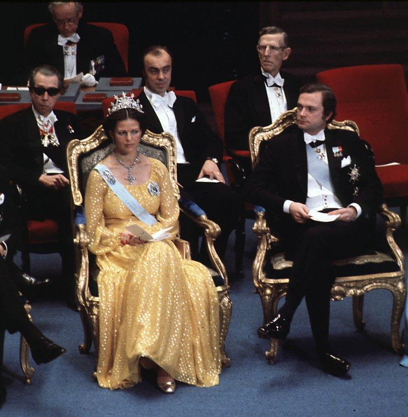 Kurz vor dem Zusammenbruch: Königin Silvia leidet Höllenqualen, weil ihre Tiara so schwer ist. © picture alliance/IBL Schweden