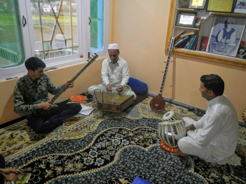 Kashmiri classical music maestro Ustad Mohammad Yaqoob Sheikh engages his students in a Sufiana ensemble in Srinagar, India. Photo by Priyadarshini Sen.