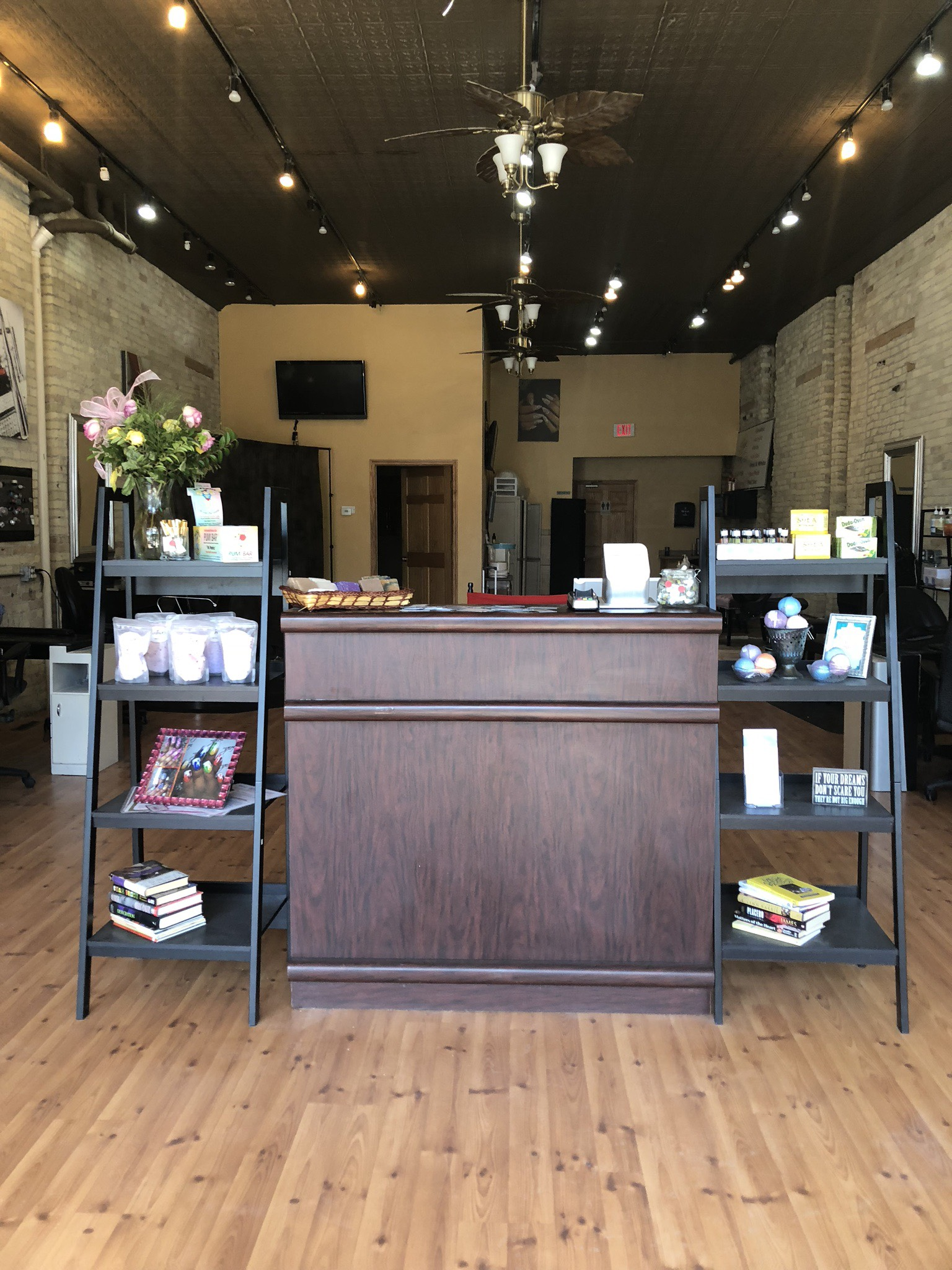 Black Owned Nail Salons Near Me : black, owned, salons, Bijou, Nails, Company, Largest, Black-Owned, Salon, Wisconsin, Carvd, Stone