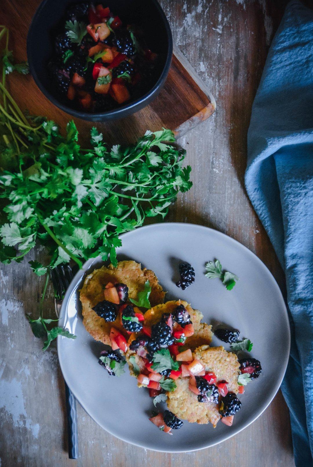 tuna cakes with blackberry peach salsa