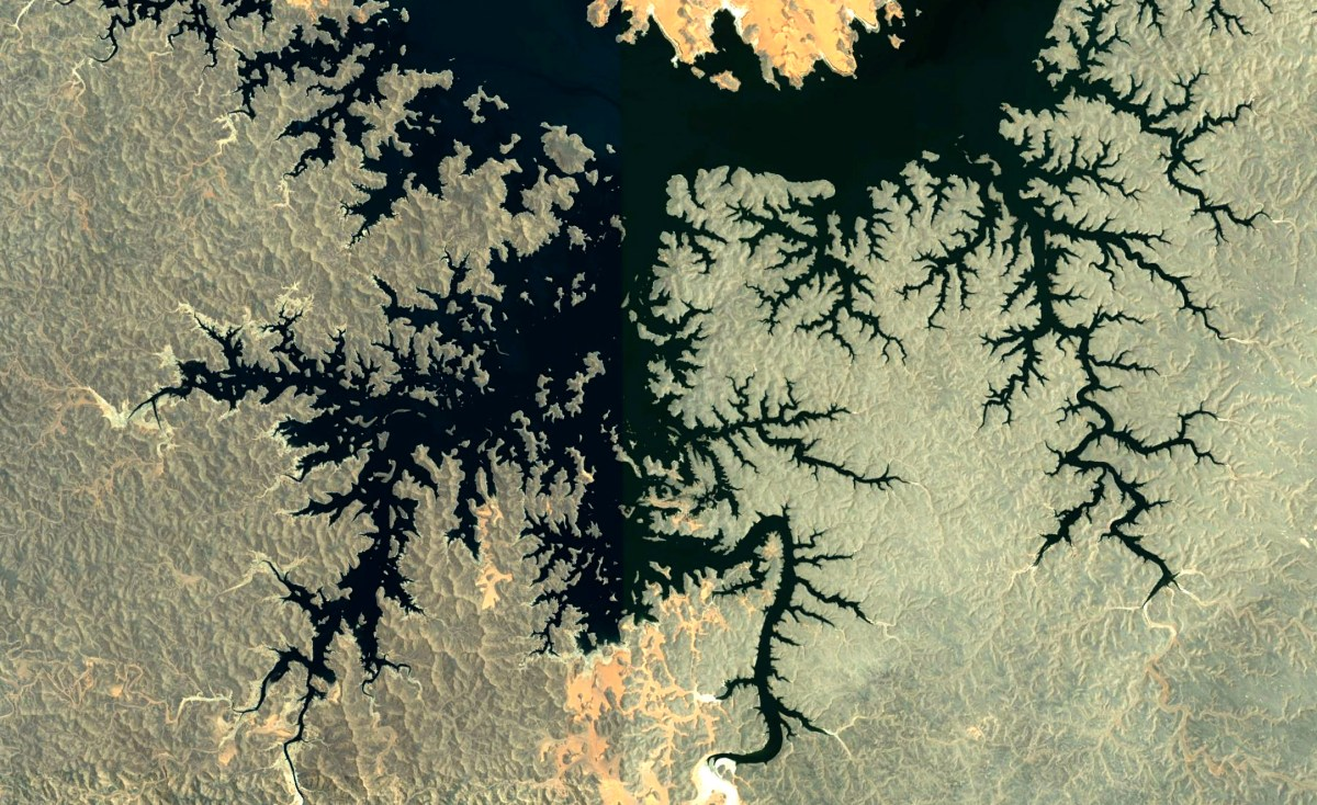 Satellite view of fractals at work in Egypt, by Paul Bourke
