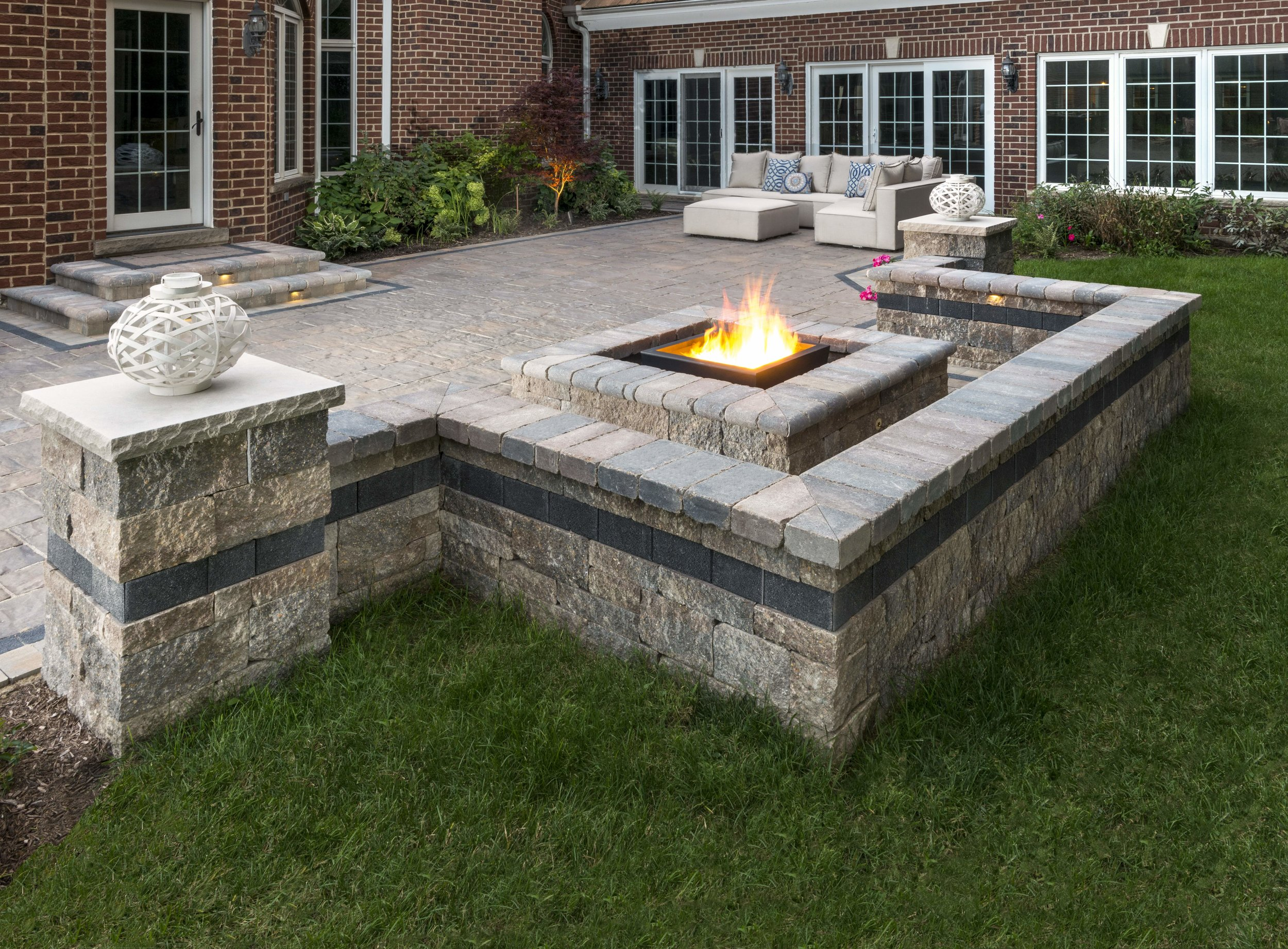 enclosing a patio with sitting walls in