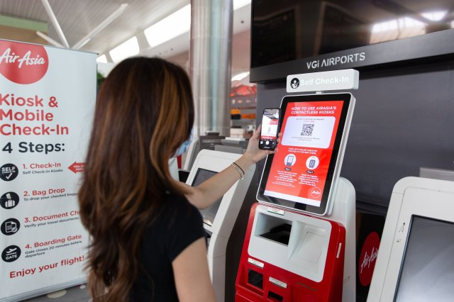 Photo caption: A guest using AirAsia's Contactless Kiosk.