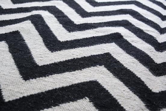 tapis en laine fait a la main en inde par des artisans tisserands livraison rapide la malle volante boutique d artisans createurs