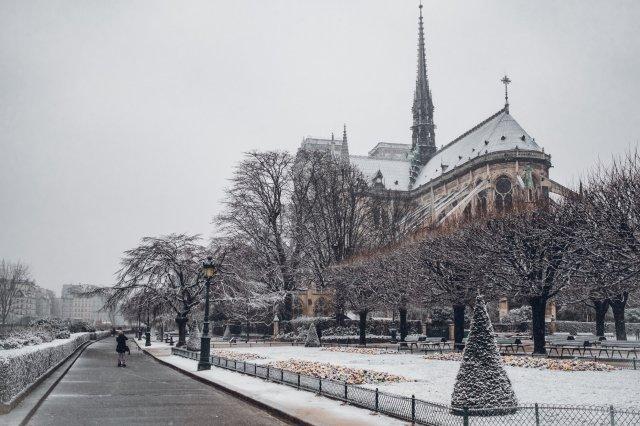 Catedral Nuestra Señora de París, en París, Francia.  Foto de  Robin Benzrihem  en  Unsplash