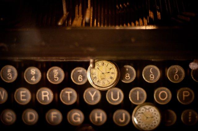GUERRAS Y SUICIDIOS - Ya lo sabemos: los escritores son personas sensibles que encuentran en la escritura un desahogo a sus penas y a la inconformidad con su vida.En esta lista de escritores europeos que se suicidaron, repasaremos nombres como Virginia Woolf, Pavese y Paul Celan, para descubrir qué fue lo que hizo que trágicamente acabaran con sus vidas.¡Buena lectura!Foto de Cliff Johnson en Unsplash